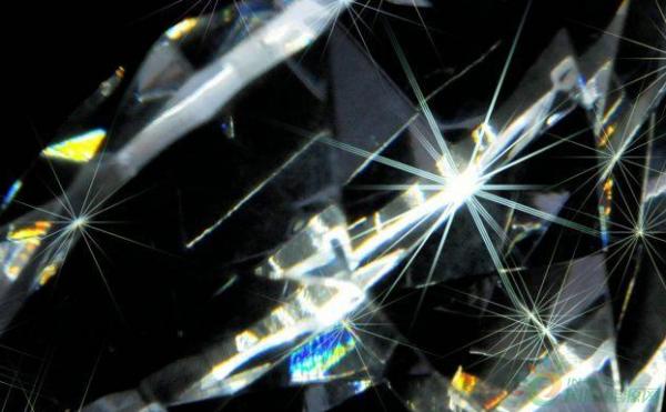 英国:钻石电池可以储存数千年的能量
